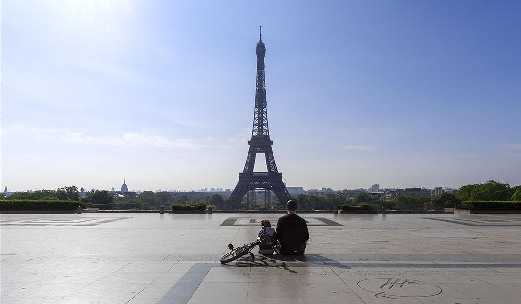 Dimanche 19 avril 2020_10h08_PARIS XVIe_TROCADÉRO_LA TOUR EIFFEL_Père & Fils©JessicaDAVID-7334